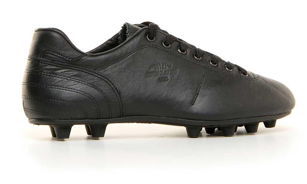 Pantofola d'Oro, la scarpa da calcio per veri intenditori